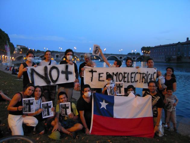 Chilenos en Francia se oponen a las termoeléctricas | María José Bello
