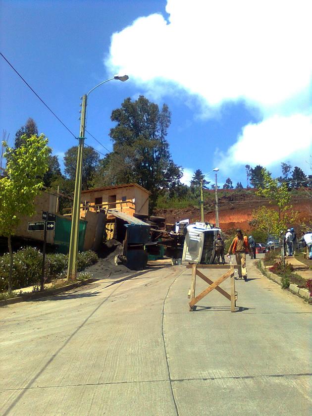 Volcamiento de camión arenero | Alejandro Nova Sagardia