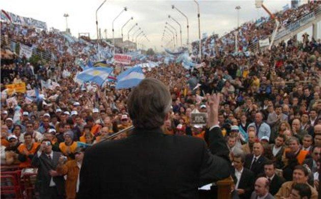 Kirchner en un acto público | Wikipedia