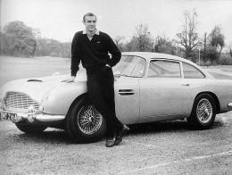Sean Connery en el mítico Aston Martin