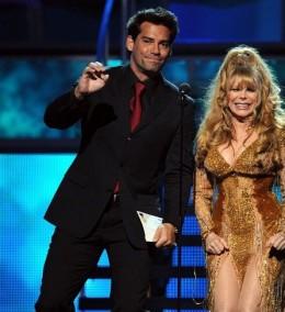 Premios Grammy 2010 / Facebook