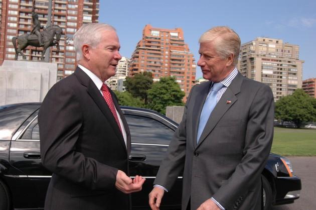 Robert Gates y Jaime Ravinet   Ministerio de Defensa