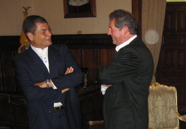 El realizador y el presidente Correa