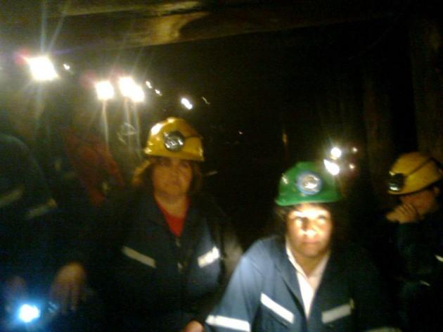 33 mujeres en la mina exigiendo extensión de empleos / R.Cáceres