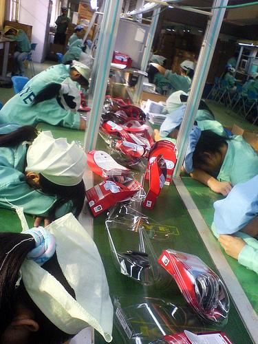 Trabajadores durmiendo exhaustos | www.nlcnet.org