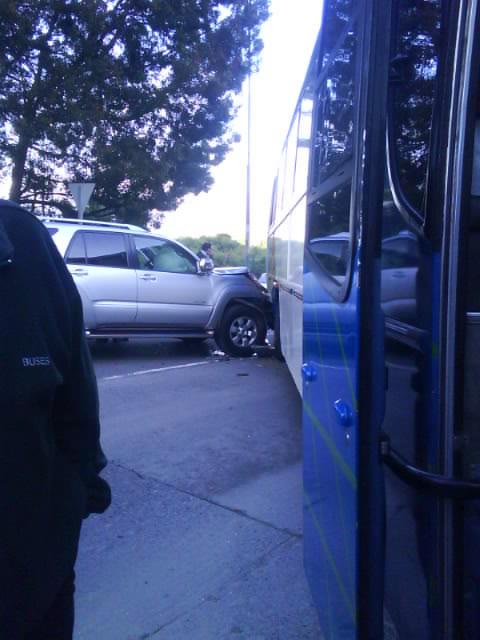 Choque entre auto y camión del bus de Colegio Concepción | Alumna Colegio Concepcion