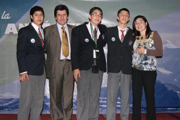 Estudiantes de Hualpén en FAE 2010 / feriaantarticaescolar.cl