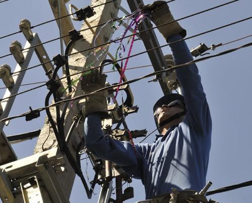 No lances confeti a las redes eléctricas