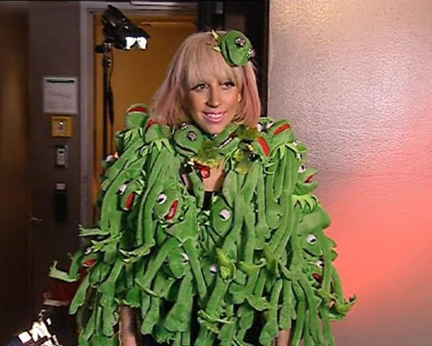 Lady Gaga y su famoso traje de Los Muppets   DailyTelegraph.com