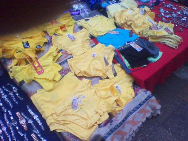Venta de ropa interior amarilla en Concepción   Francisco Córdova