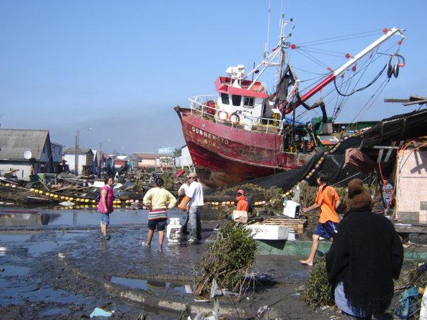 Talcahuano tras el tsunami   Emilio Fuentes
