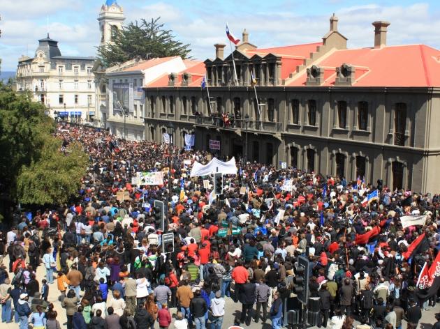 Más de 10000 personas en plaza de Armas | Ricardo Barría