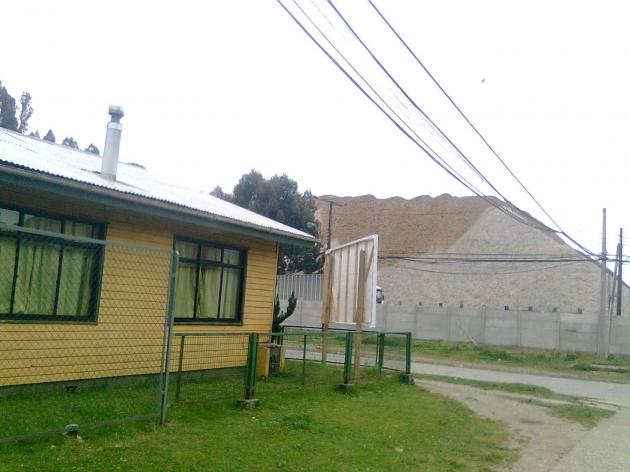 Montaña de humedad frente a jardin infantil en Corral, Valdivia | Silvia Mardones Riquelme