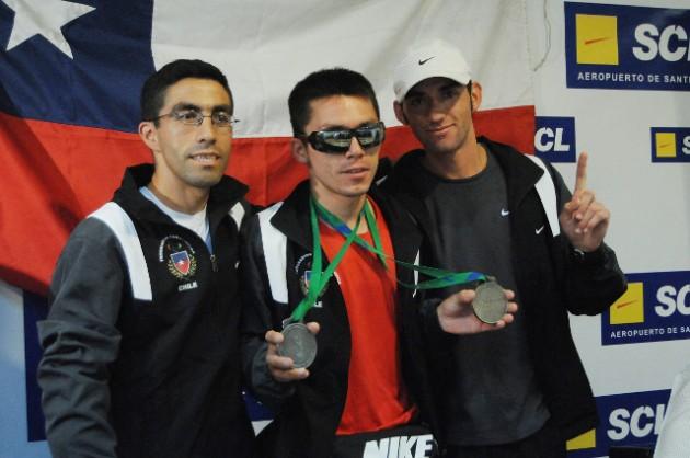 Cristián Valenzuela (centro) junto a los guías Marcelo González y Cristopher Guajardo