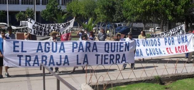 Protesta por el agua   Luis Soto P.