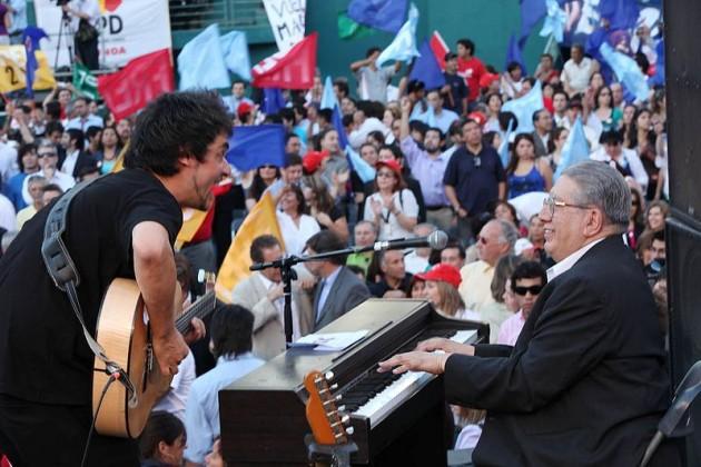 Valentín Trujilo junto a Ángel Parra hijo | Wikipedia