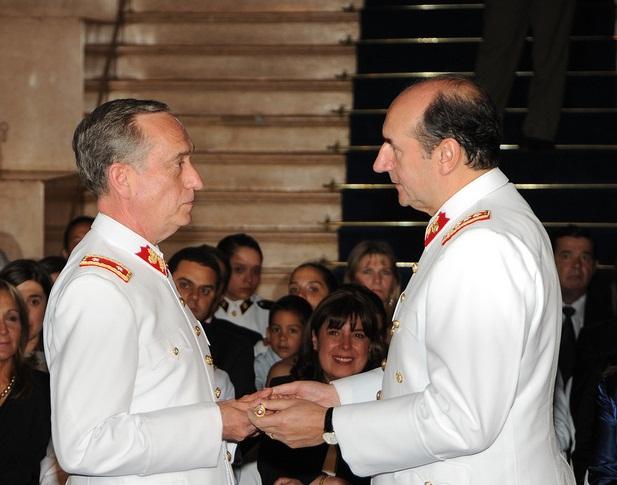 Alejandro Maggi Ducomunn (a la izquierda) | Ejército de Chile en Flickr