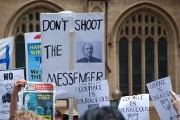 Apoyo a Assange   Wikipedia