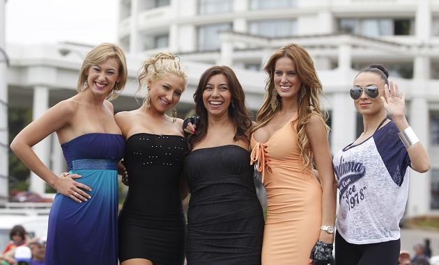 Andrea Dellacasa (primera por la izquierda) se coronó Reina del Festival | Agencia Uno