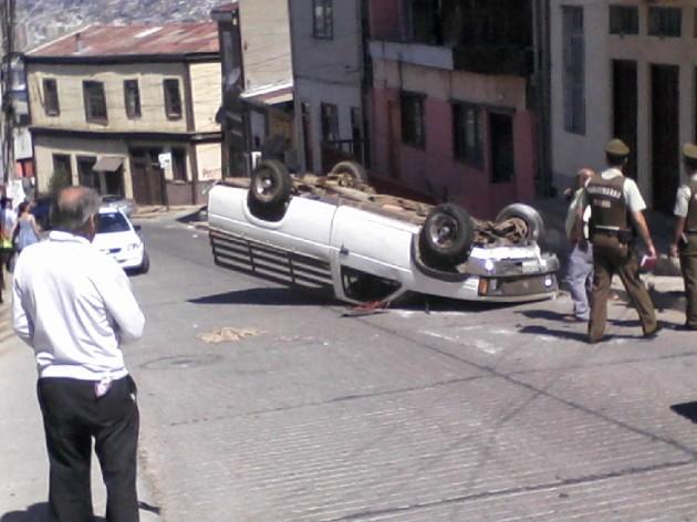 Accidente de tránsito en Cerro Arrayán /  Nicolás Muñoz