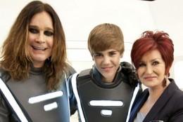 Ozzy y Sharon Osbourne junto a Justin Bieber | www.bestbuy.com