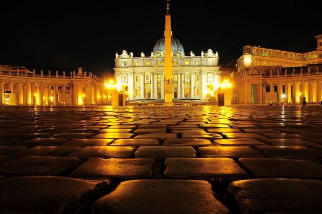 Plaza de San Pedro en el Vaticano / Wikipedia