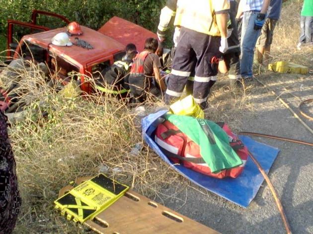 Dramatico rescate de un hombre tras volcar su camioneta en Placilla | Marcelo Gonzalez
