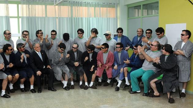 Piñera junto a los mineros tras el rescate | Wikipedia