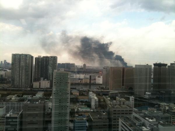 Edificios en llamas en Tokio / Imagen: @uforom en Twitter