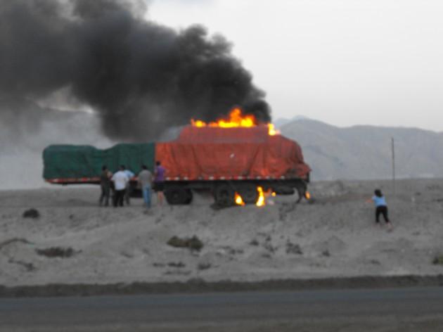Camión Incendiado / Francisco Javier Paez Gamboa