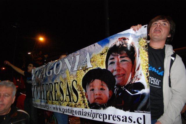 Marcha en Plaza Italia de Santiago   Caco Gaete