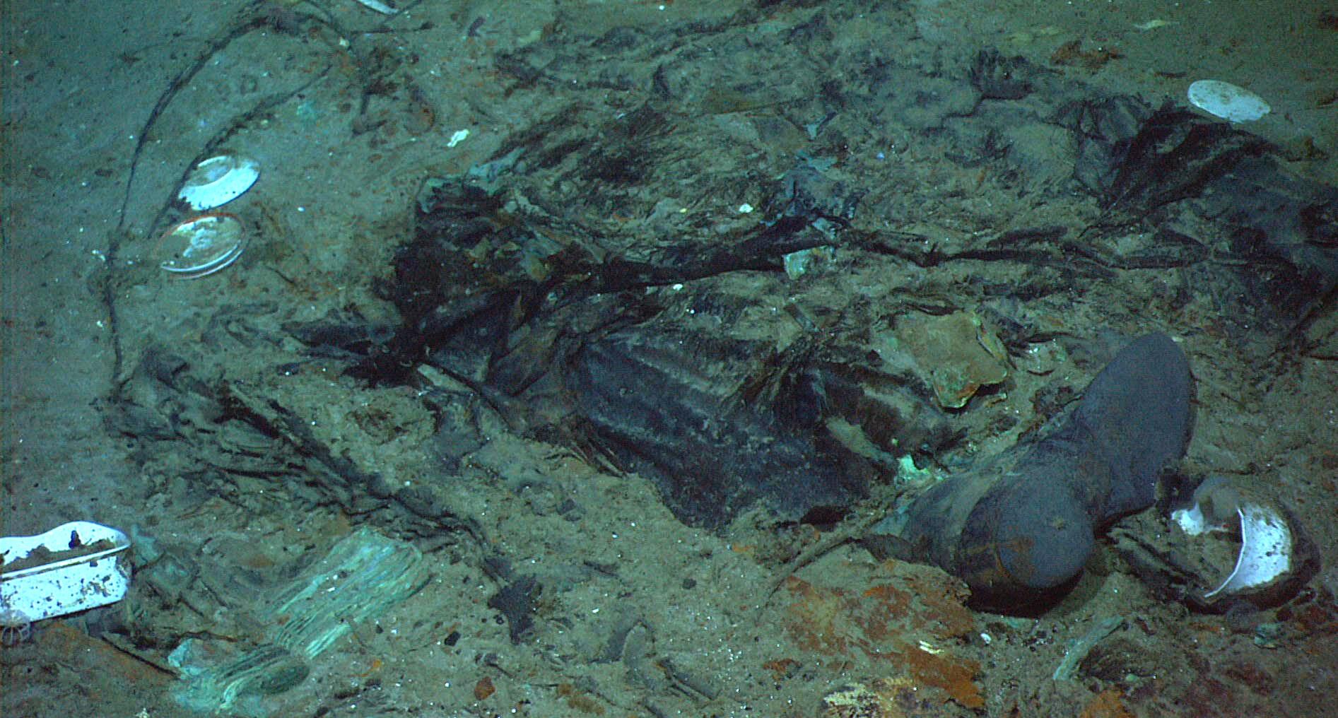 confirman oficialmente fotograf as que muestran restos humanos en el naufragio del titanic. Black Bedroom Furniture Sets. Home Design Ideas