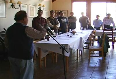 Erwin Kunz dirigiendo himno Salesiano | Youtube (c)