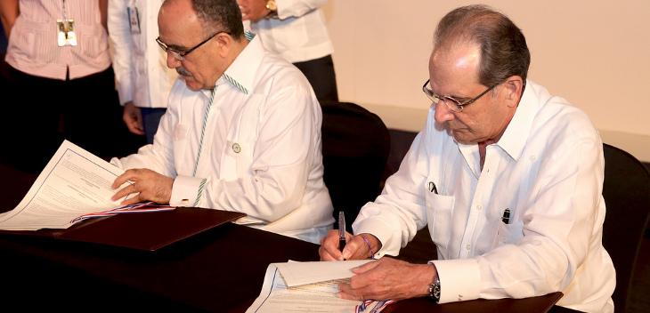 José Manuel Trullols (a la derecha) | PresidenciaRD – Flickr