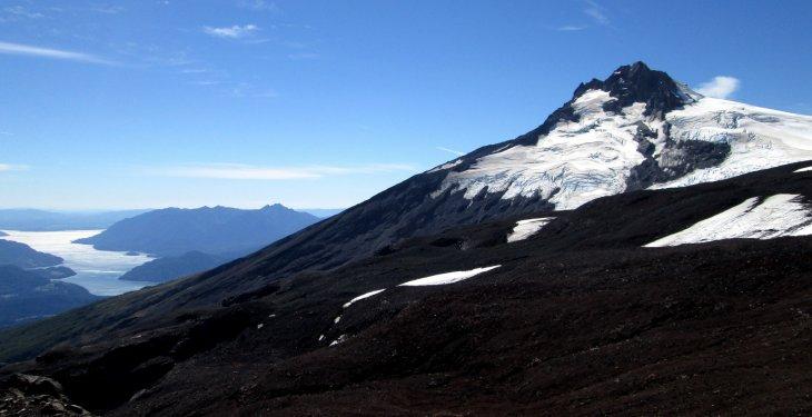 Lago Riñihue y volcán Mocho Choshuenco | Cristián Carrere (cc)