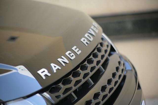 Range Rover | Land Rover MENA (cc)