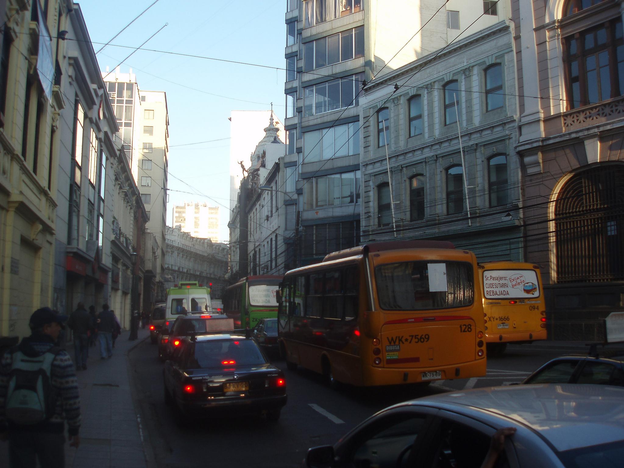 Micros en Valparaíso   t_y_l   (CC)