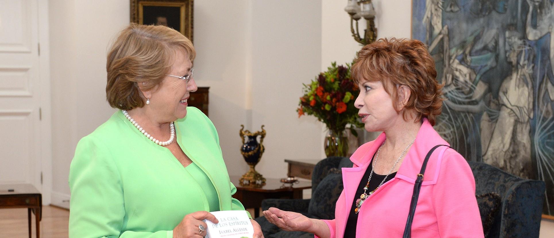 Michelle Bachelet y escritora Isabel Allende |Presidencia