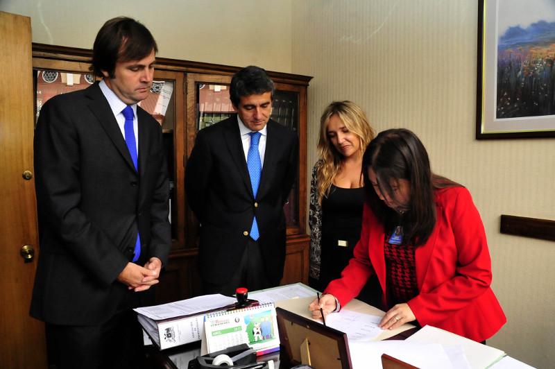 Firmas para crear comisión Caval   Prensa RN
