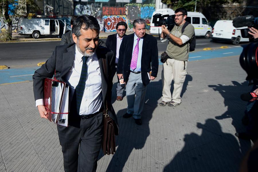 Abogado Cristian Arias asistiendo a Fiscalía   Agencia UNO
