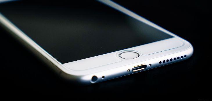 Foto de un iPhone 6 Plus | Luke Ma (cc) / Flickr