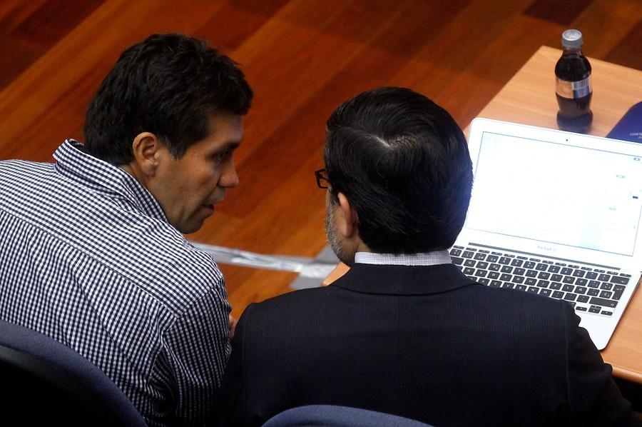 Ivan Alvarez (a la izquierda), durante  audiencia de formalización en 2015