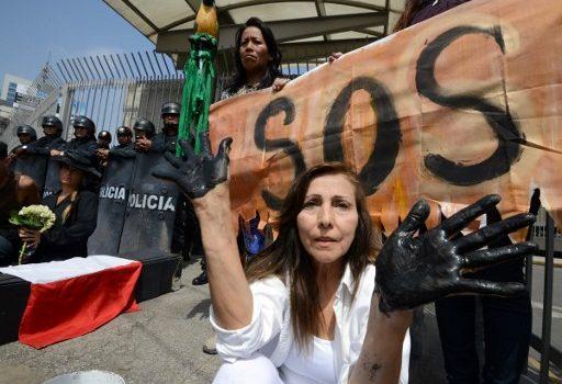 Protesta en oficinas de Petroperú   AFP