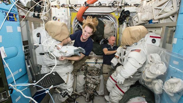 Los astronautas Kate Rubins y Jeff Williams en la Estación Espacial Internacional | NASA