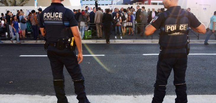 Policías franceses custodian una escuela | Anne- Christine Poujoulat | AFP