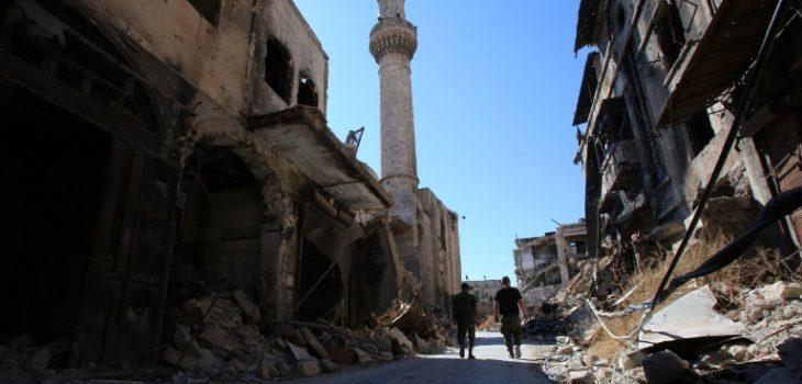 Soldados caminan en Alepo | Youssef Karwashan | AFP
