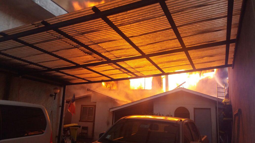 Incendio afecta a inmuebles en sector céntrico de Cañete