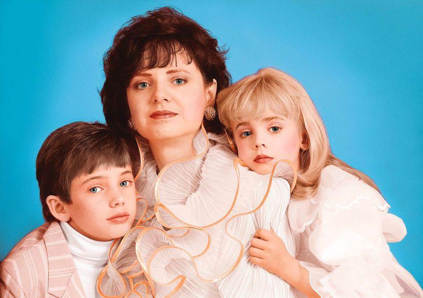 Patsy Ramsey y sus dos hijos