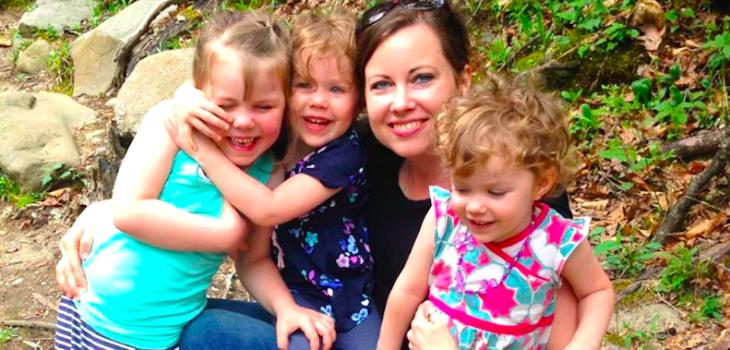 Kristen O'Meara y sus tres hijas   AlexisRebdo