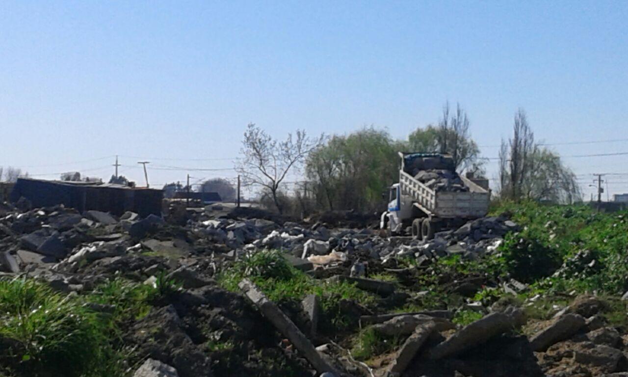 Relleno de escombros y basura en terreno destinado a viviendas en Hualpén